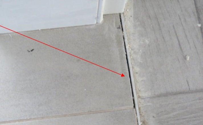 ליקויים בריצוף שנתגלו בעת בדיקת בדק בית מקבלן